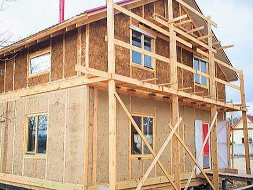 У Дніпрі виготовляють будівельні панелі із соломи.