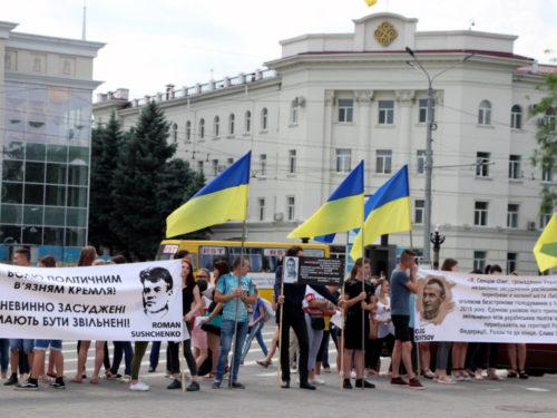 Більше 100 херсонців вийшли на мітинг у підтримку Олега Сенцова