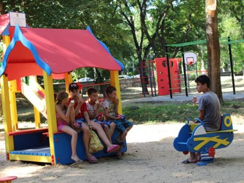 У парку імені Маргелова з'явився дитячий ігровий майданчик