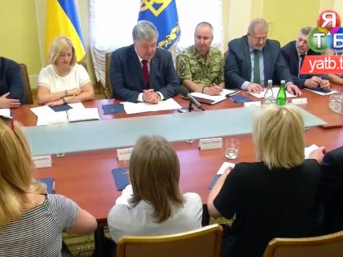 Петро Порошенко зустрівся з родичами політв'язнів на Банковій