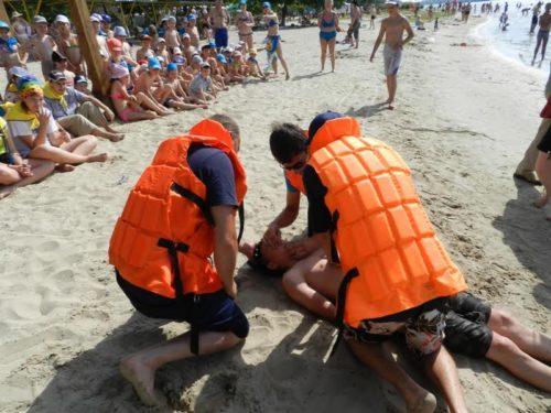 Рятувальники  навчили дітей надавати першу допомогу при утопленні