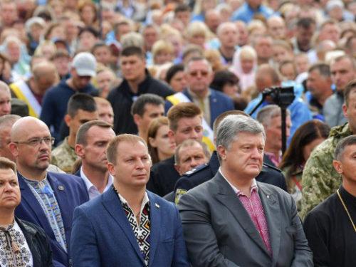 У Зарваниці Петро Порошенко молився за мир, за Україну