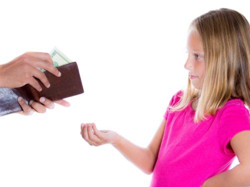 """Закон """"Чужих дітей не буває в дії"""": тисячі дітей отримують законні кошти"""