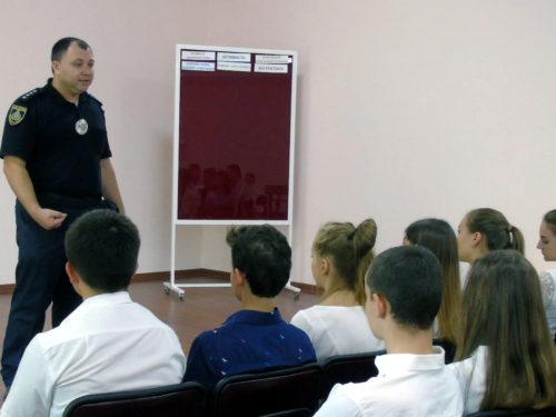"""""""Урок з поліцейським"""" провели в Херсонській гімназії №20"""