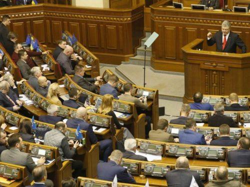 Воєнний стан ввели у 10 областях України. Херсонщина у списку