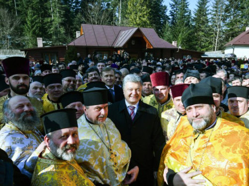 Парафії Московського патріархату масово переходять до Православної Церкви України