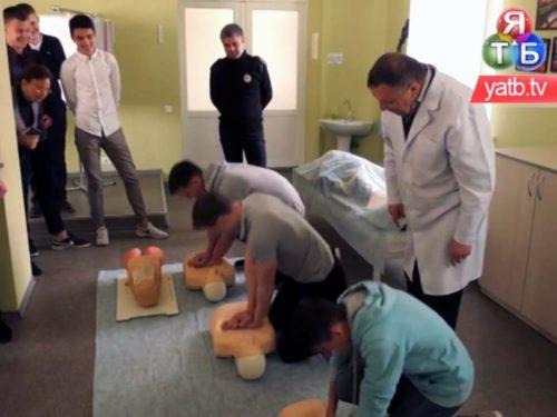 Херсонські поліцейські та медики навчали дітей надавати першу медичну допомогу