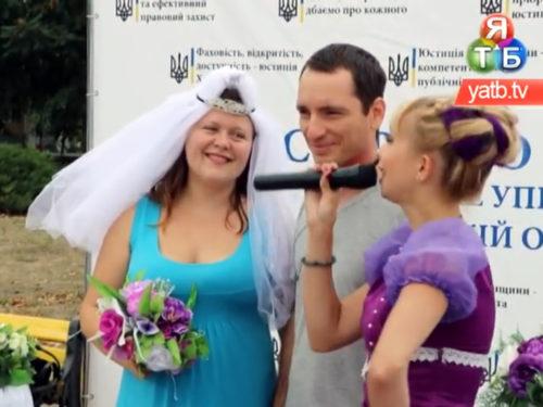 Казкові весілля: Херсонська юстиція продовжує одружувати херсонців