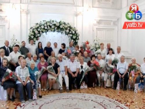 """50 років разом: у Херсоні 17 подружніх пар святкували """"Золоті весілля"""""""