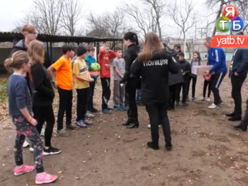 Херсонські копи зіграли товариський футбольний матч з дітьми