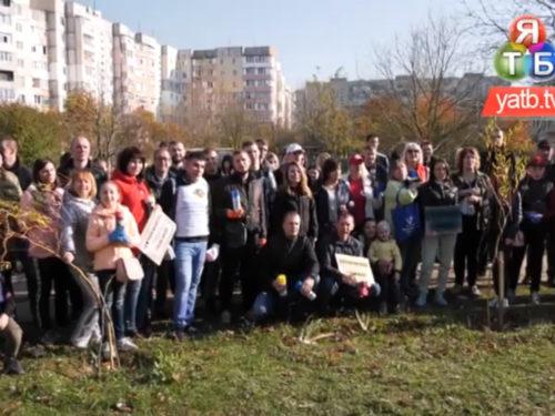 Активісти спільно з полісменами продовжили антинаркотичну кампанію на вулицях міста