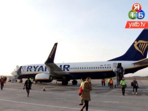 Перший літак з Кракова приземлився у Херсоні