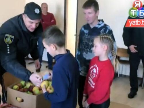 Ювенальні поліцейські піклуються про знедолених дітей