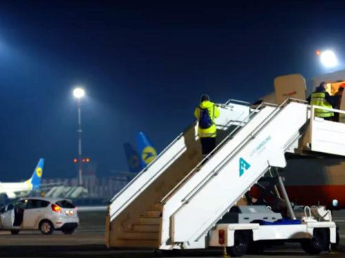Літак для евакуації українців вилетів до Китаю