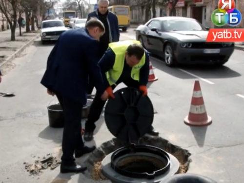 Вперше в Херсоні впроваджена європейська технологія заміни люків на дорозі