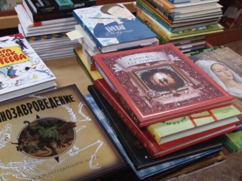 Нові книги поповнили полиці бібліотеки Херсонської школи гуманітарної праці