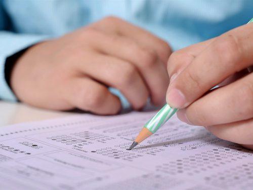 Випускників шкіл звільнили від обов'язкового проходження ДПА
