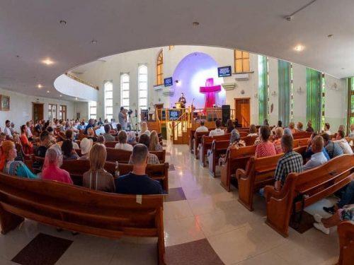 Спільною молитвою різних конфесій відповіли своїм кривдникам віряни Церкви Христа Спасителя